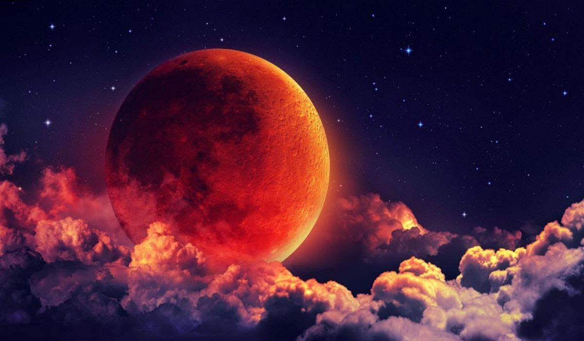 How the Full Moon of August Will Affect Your Love Life, According to Your Zodiac Sign