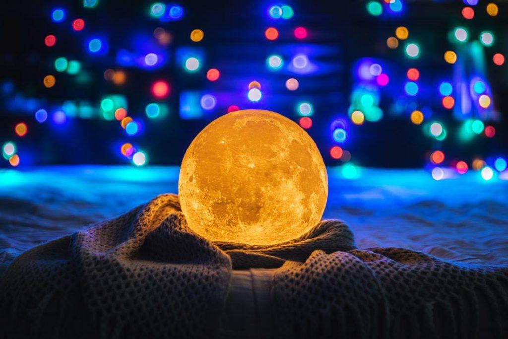 The Full Moon controls menstruation