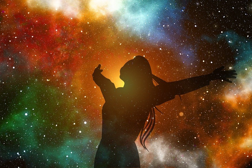 """6 Reasons Why the Universe Sends the """"Right People"""" into Our Lives"""